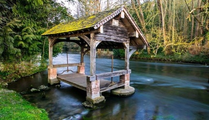 vallee_printemps_batiment_lavoir_iton.jpg